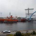 Le bateau Fuji et la Tour de Contrôle du Port