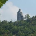 Bouddha dominant Ishiteji Temple et la ville de Matsumaya