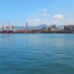 Entrée par ferry à Hiroshima: industrie