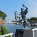 En marchant vers mon hôtel: aménagement de qualité au bord de la rivière