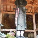 Statue de pèlerin que l'on voit dans chacun des Temples