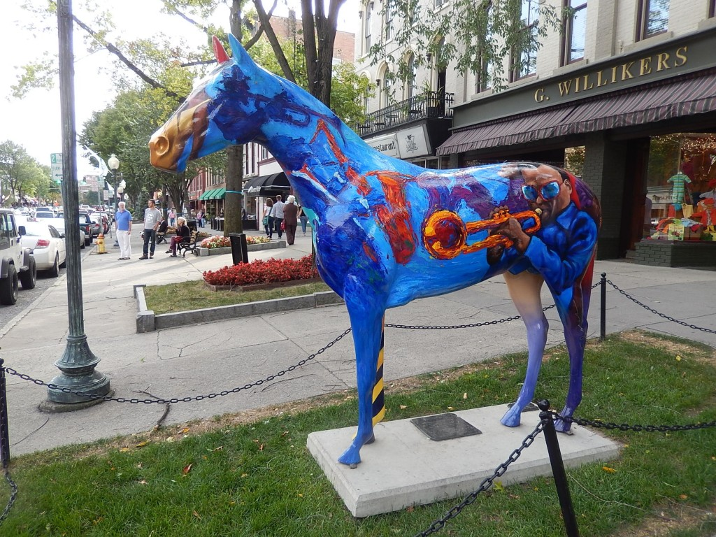 Une des Sculptures de chevaux dans la ville de Saratoga
