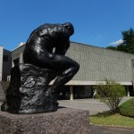 Penseur de Rodin devant le musée art Occidental