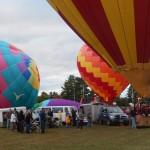 Monde partout à côté des montgolfières