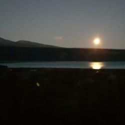 La pleine lune sur le lac Pukaki