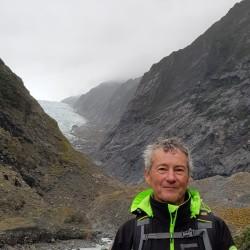 Claude un peu plus bas, devant le glacier Franz Josef