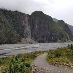 Rivière et vallée du Fox Glacier