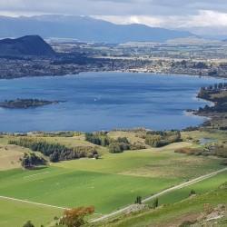 En descendant contrastes verts et bleus ... lac Wanaka