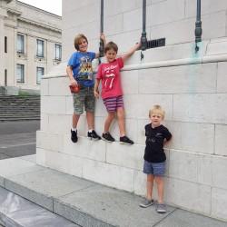 Les enfants devant le Museum
