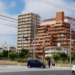 Immeuble surplombant le jardin japonais