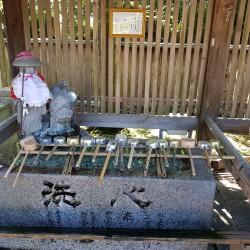 Fontaine pour se purifier temple1