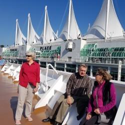 Deanna, Allen, Émie sur le Volendam à quai, Canada Place Vancouver